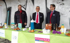 Food and information stall helps to inform Penhoët station users